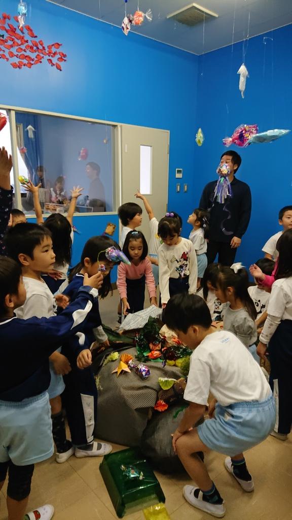 附属幼稚園の園児が「水族館」を体験しました
